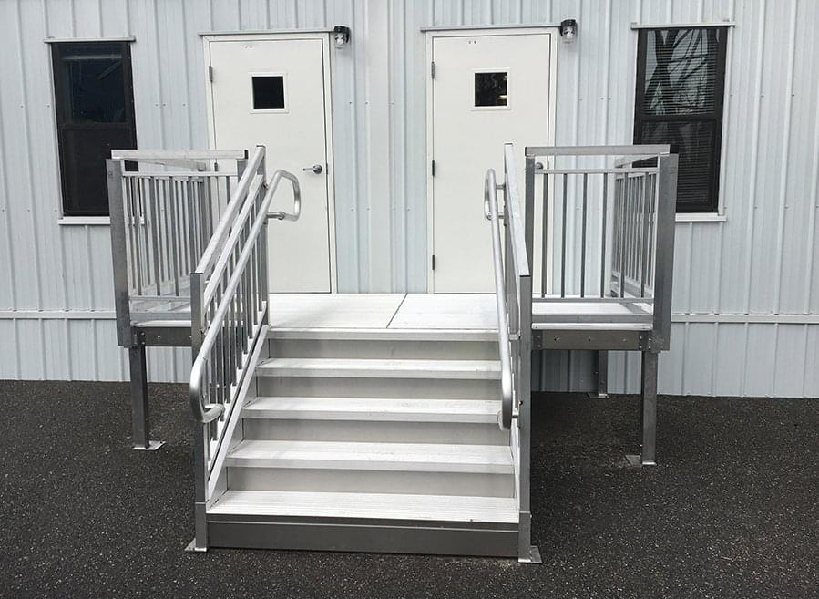 Aluminum entrance stairs